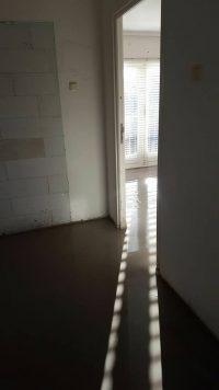 Betonnen vloer onder PVC